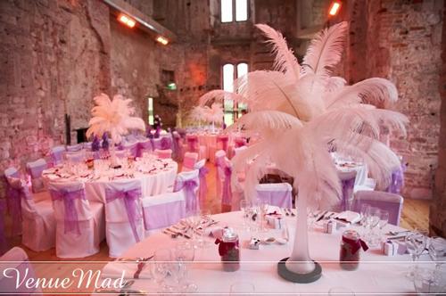 dekoracija-stola-perjem
