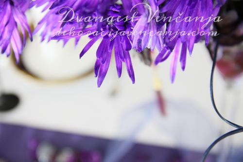 dekoracija-stola-ljubicasto1