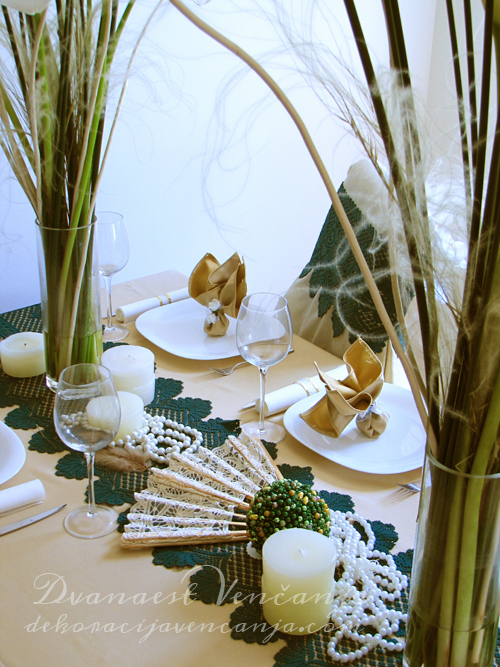 /dekoracija-stola-biseri-i-svece1