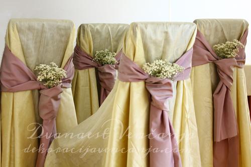 rozikaste-masne-za-stolice-sa-cvetnom-dekoracijom