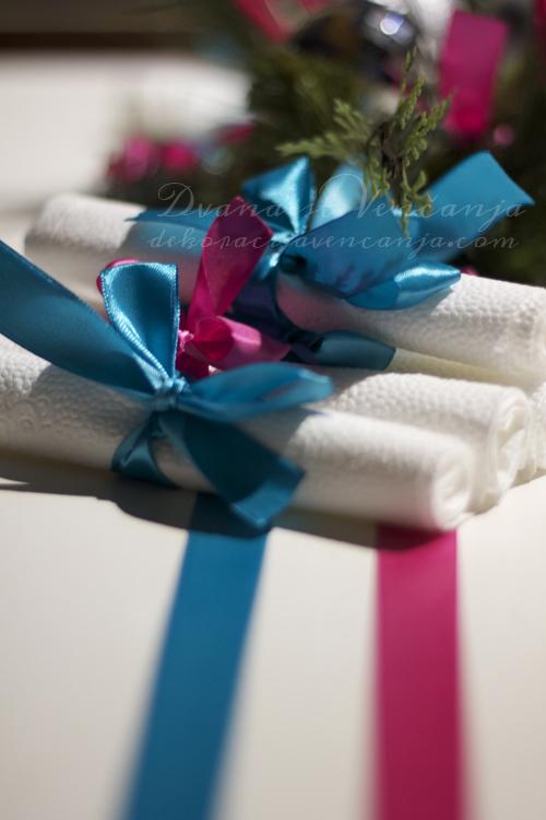 Dekoracija-salveta-novogodisnji-dekor-plastika