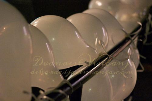 NG-dekoracija-beli-baloni