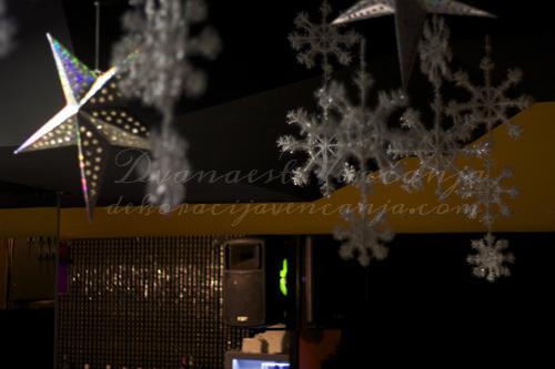 Novogodisnja-dekoracija-klub-plastik-pahuljice