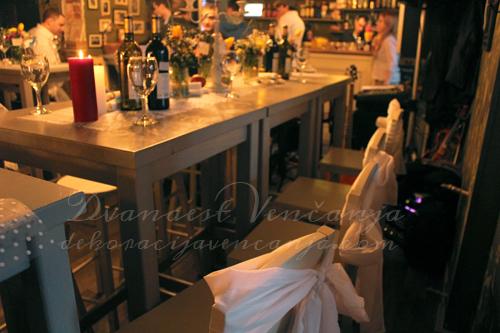 dekoracija-mladenackog-stola-sa-druge-strane