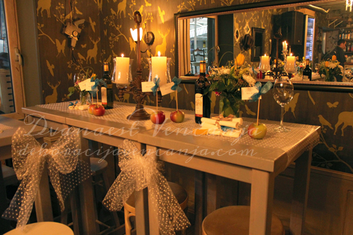 dekoracija-stola-starinsko-tufnasto-jabuke