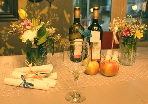 dekoracija-stola-vezivanje-salveta-satenskim-trakama