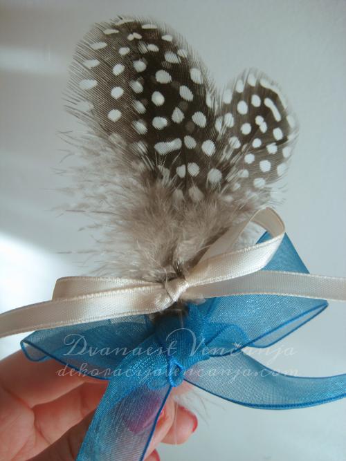 plavi-cvetic-za-svatove-sa-perom-i-tracicama