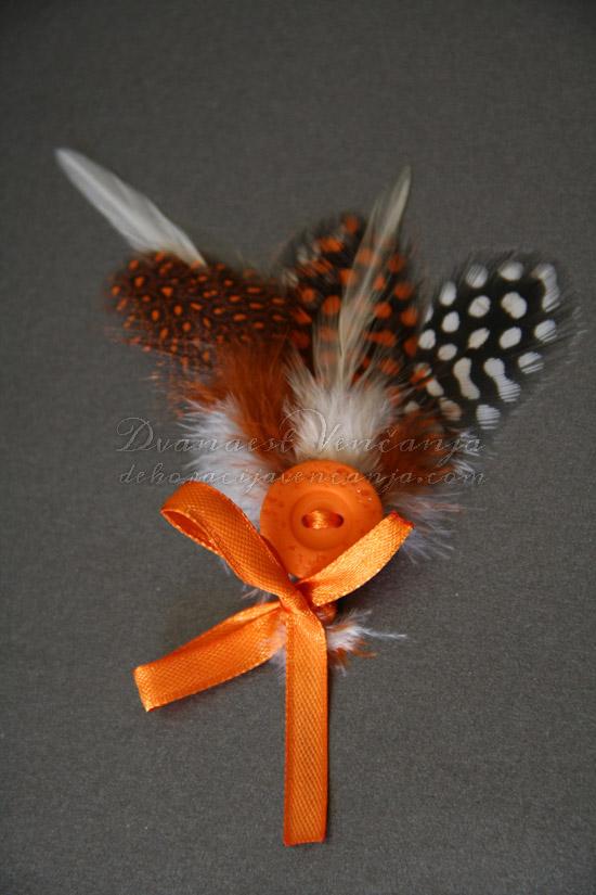 cvetic-za-kicenje-svatova-narandzasto-perje-masne