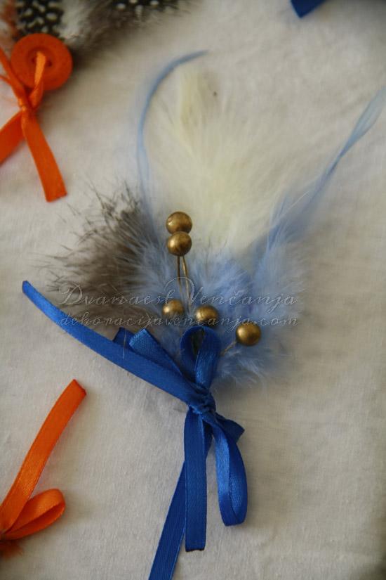 cvetic-za-kicenje-svatova-plavo-perje-masne
