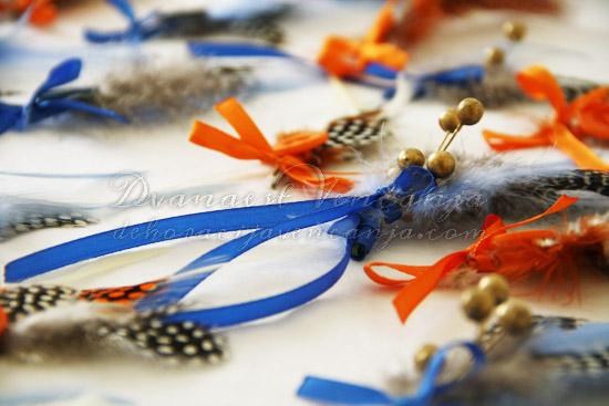 cvetici-za-kicenje-svatova-plavo-perje-kuglice