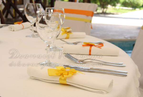 dekoracija saveta narandzasto i zuto