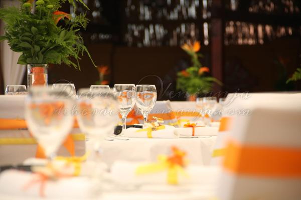 dekoracija-stola-narandzasto-i-zuto