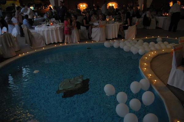 Dekoracija bazena svece