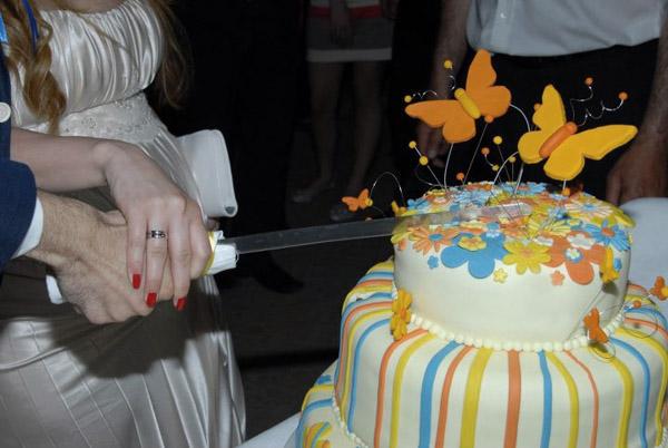 mladenci i torta