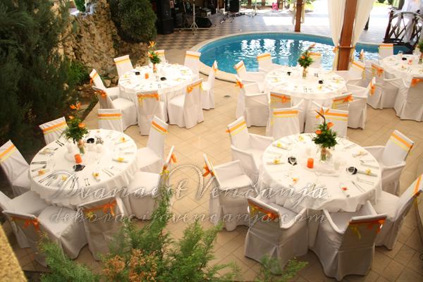 prolecna dekoracija restorana narandzasto i zuto