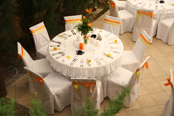 prolecna dekoracija stola zuto i narandzasto