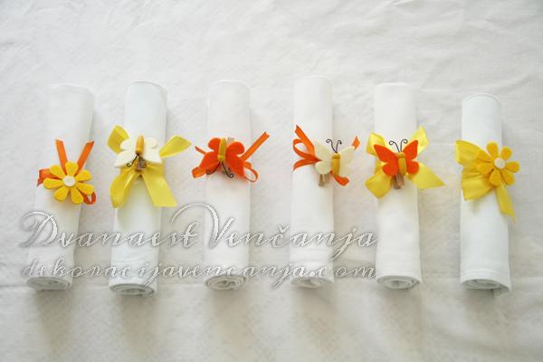 dekoracija salveta prolecne boje narandzasto žuto