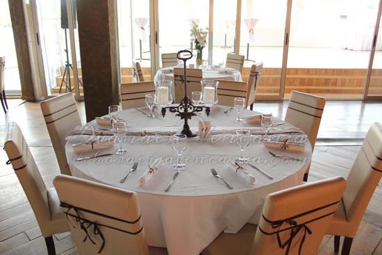 dekoracija stola starinski svećnjak