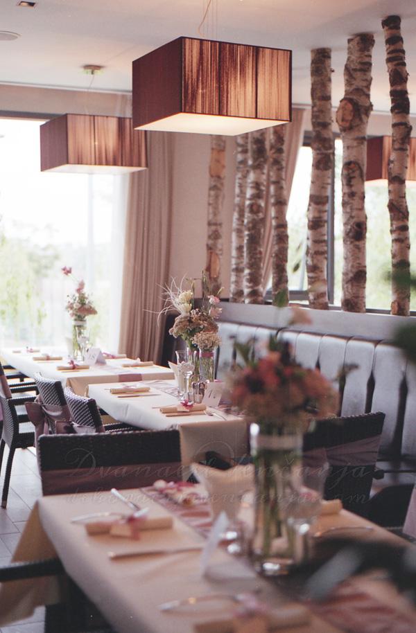 dekoracija restorana boja lavande