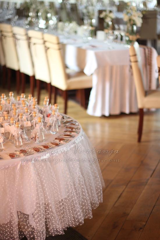 dekoracija stola za pokloncice