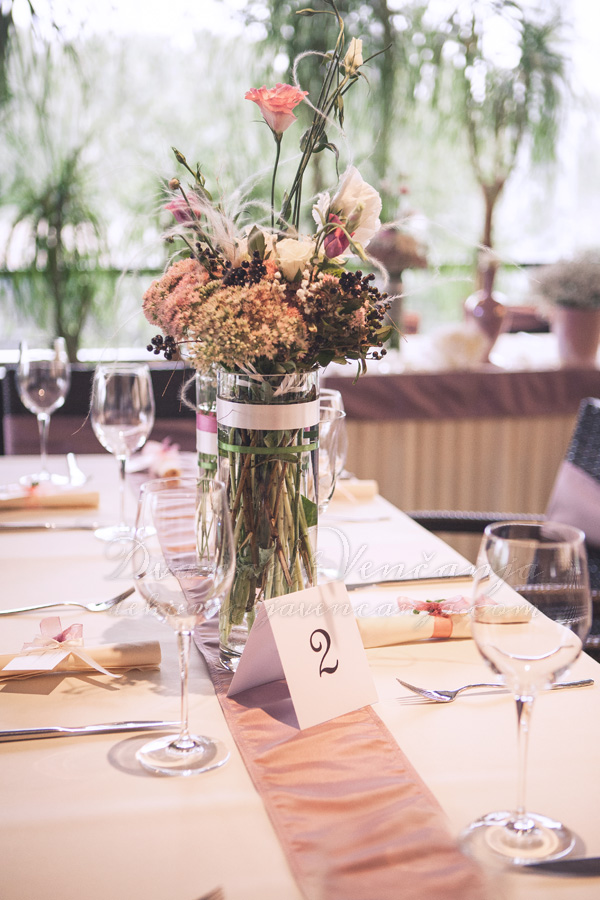 dekoracija stola broj za sto