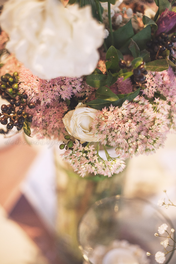 cvetna dekoracija krem i boja lavande
