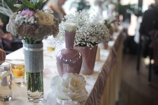 cvetna dekoracija mladenackog stola