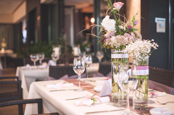 dekoracija stola boje lavande