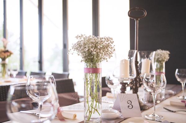 dekoracija stola starinski svecnjak