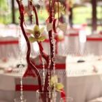cvetna dekoracija stola crveno drvo