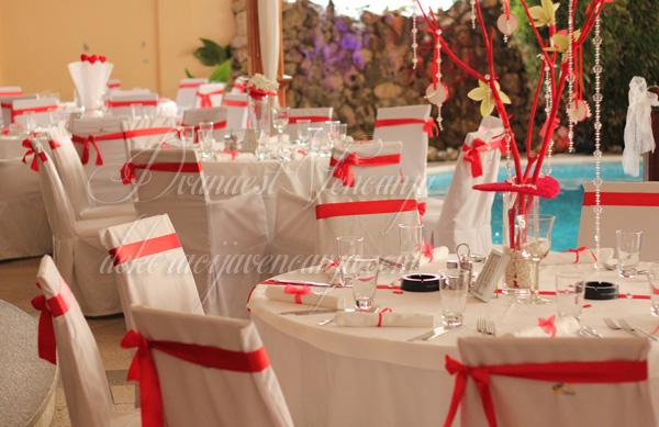 dekoracija stola crveno