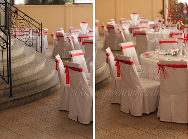 dekoracija stolica masne crvene boje