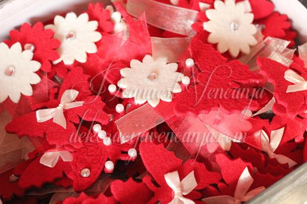 cvetici za svatove crvene boje