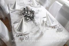 dekoracija stola belo+srebrno