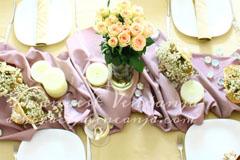 dekoracija stola naborani nastoljnjak