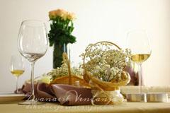 dekoracija stola taft i korpice